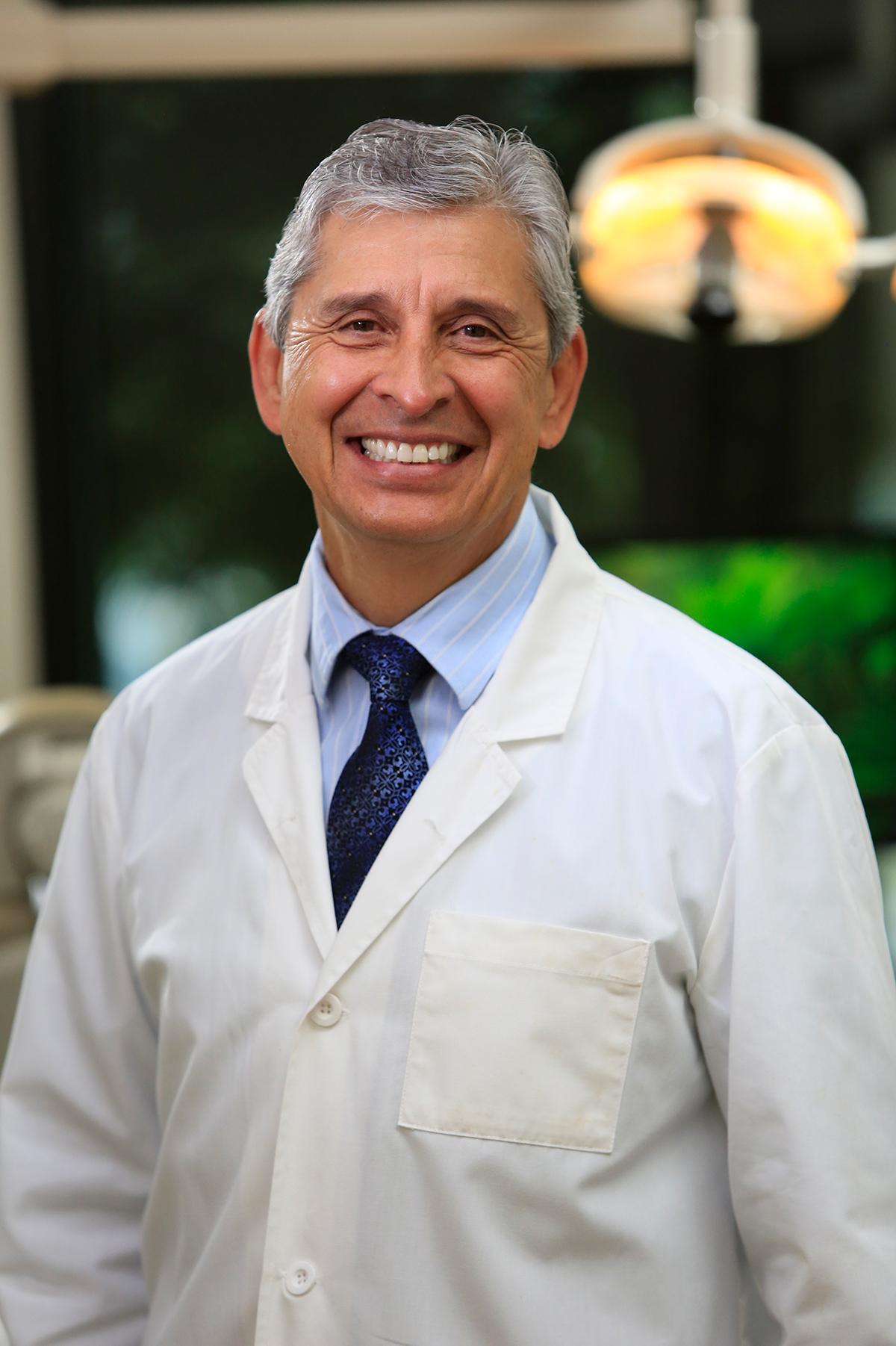 Dr. Antonio Reza